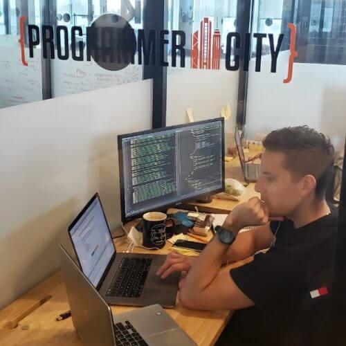 Andres Gutierrez trabajando en Programmer City